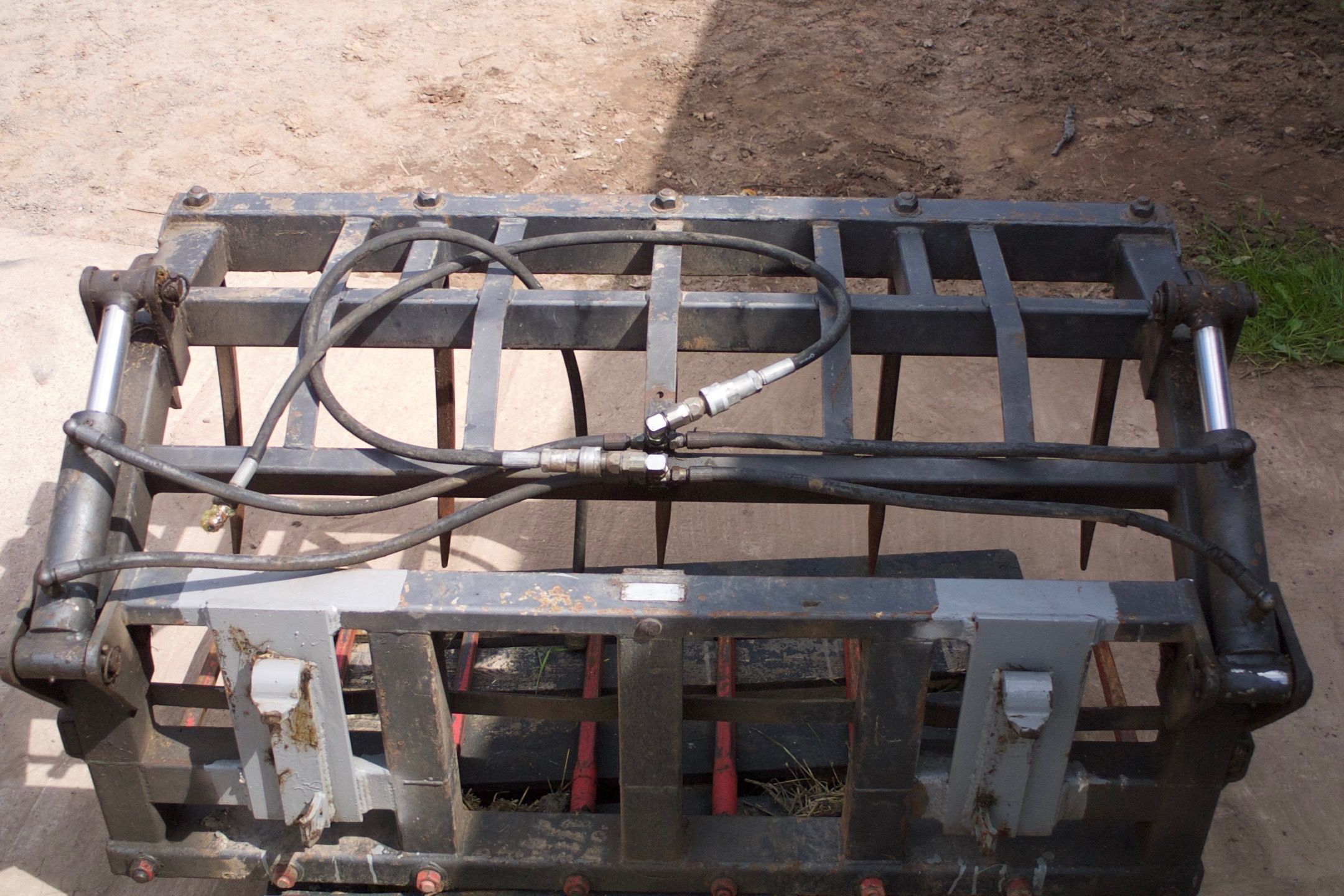 Fitted with Conus Bushed Tines and hydraulic pipes
