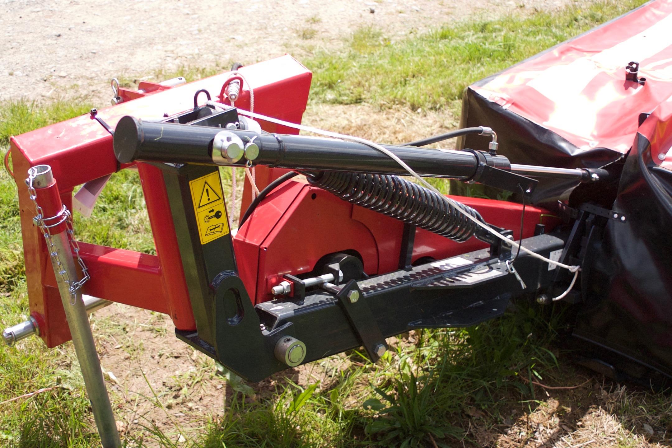 2.4m cutting width. Hydraulic-folding (optional second-year warranty)